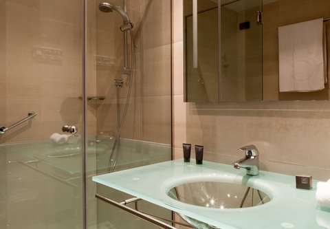Ac Irla By Marriott - Guest Bathroom