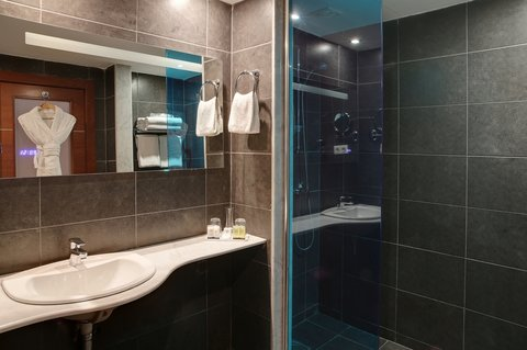 BEST WESTERN PLUS Hotel Liberte - Guest Bathoom