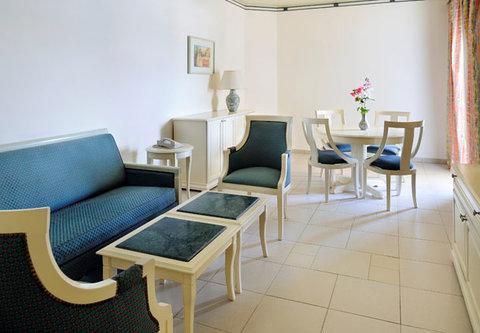 شرم الشيخ ماريوت ريزورت - Executive Suite Living Room Garden Side