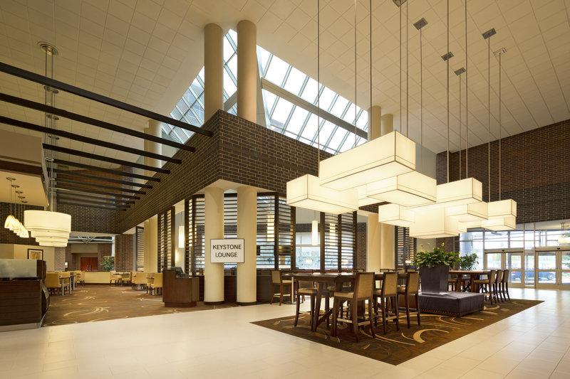 Sheraton Indianapolis Hotel at Keystone Crossing Вестибюль