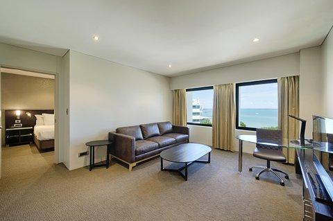 Hilton Darwin - King Spa One Bedroom Suite w  Lounge Access