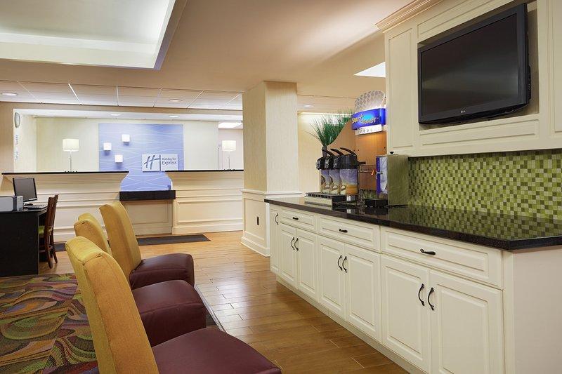 Holiday Inn Express & Suites SAVANNAH - MIDTOWN - Savannah, GA