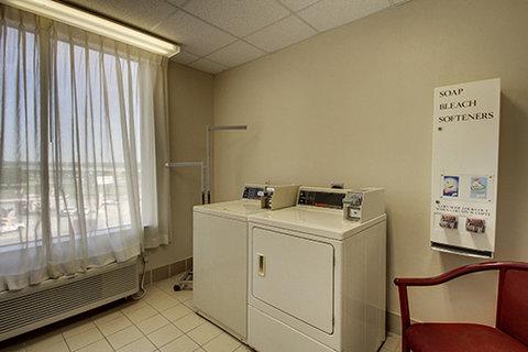 Comfort Suites Waco - Guest Laundry