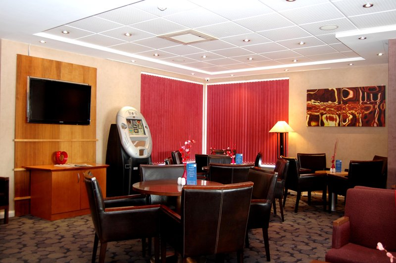 Holiday Inn Express Swindon City Centre Bar/salón