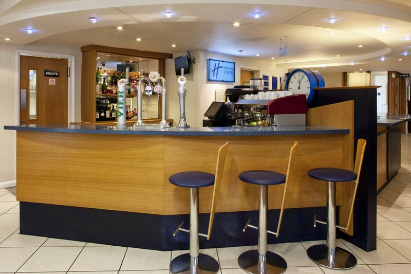 Holiday Inn Express Canterbury Bar/lounge
