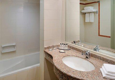 شرم الشيخ ماريوت ريزورت - Guest Bathroom   Mountain Side