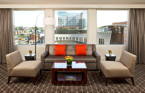 Hilton Nashville Downtown - Parkview Suite Parlor