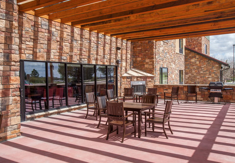 TownePlace Suites Cheyenne - Outdoor Patio   BBQ Area