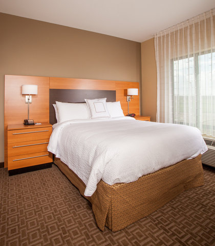 TownePlace Suites Cheyenne - Queen Studio Suite Sleeping Area