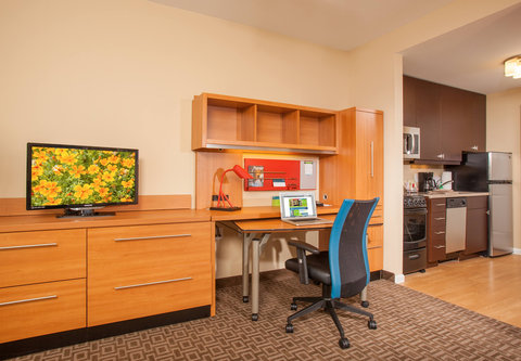 TownePlace Suites Cheyenne - Suite Work Desk