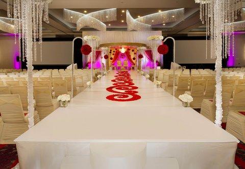 Courtyard by Marriott Dallas DFW Airport North/Grapevine - Silverlake Ballroom   Indian Wedding Setup