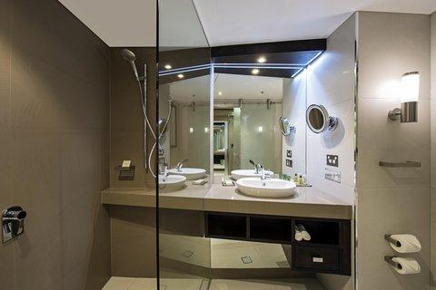 Hilton Darwin - Guest Bathroom