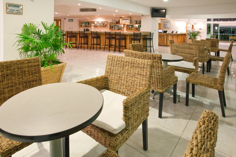 Holiday Inn Cancun Arenas - All Inclusive Bar/lounge