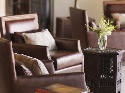 أنتارا قصر السراب منتجع الصحراء - Royal Pavilion Villas The Lounge Details
