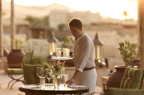 أنتارا قصر السراب منتجع الصحراء - Royal Pavilion Villas The Terrace Service