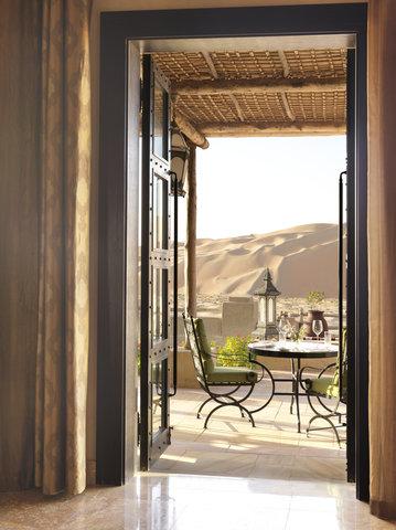 أنتارا قصر السراب منتجع الصحراء - Royal Pavilion Villas The Dining Room terrace