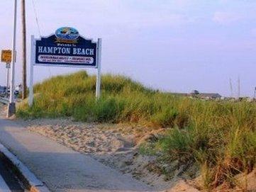 The Seascape Inn - beachsign