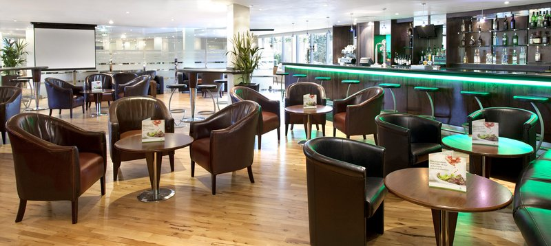 Holiday Inn London-Heathrow バー/ラウンジ