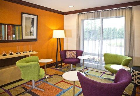 Fairfield Inn & Suites White Marsh - Lobby Seating Area