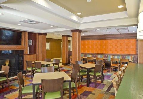 Fairfield Inn & Suites White Marsh - Breakfast Seating Area