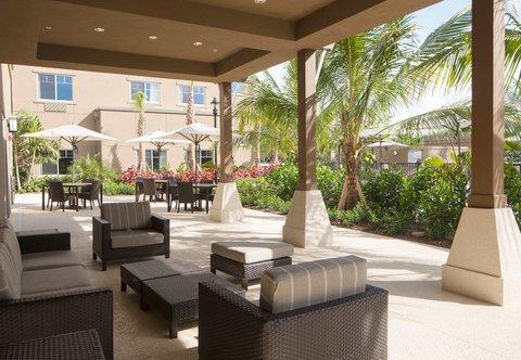 Courtyard Palm Beach Jupiter - Outdoor Patio   Sitting Area