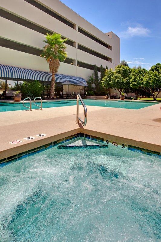 Crowne Plaza Hotel Phoenix Airport 游泳池视图