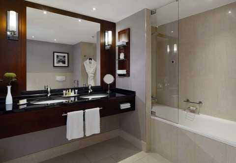 Cologne Marriott Hotel - Grand Executive Bathroom