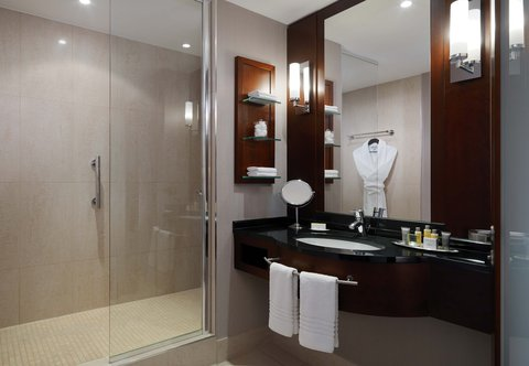 Cologne Marriott Hotel - Executive Bathroom with Shower