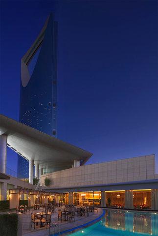فندق فور سيزن  - The Grill Restaurant Terrace