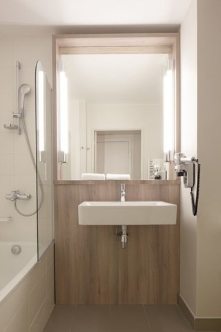 Kyriad Lyon Est - Meyzieu ZI Aéroport - Bathroom