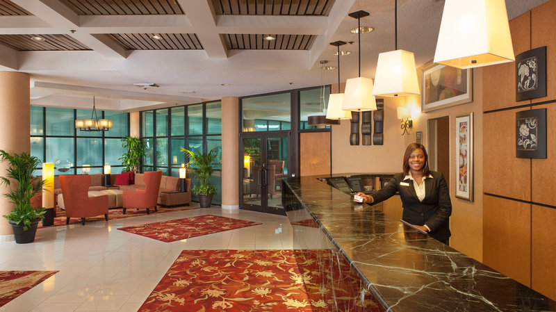 Crowne Plaza Hotel Auburn Hills Lobby