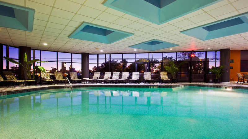 Crowne Plaza Hotel Auburn Hills Piscine
