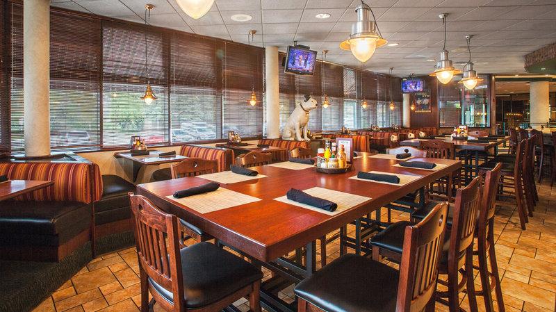 Crowne Plaza Hotel Auburn Hills Restauration