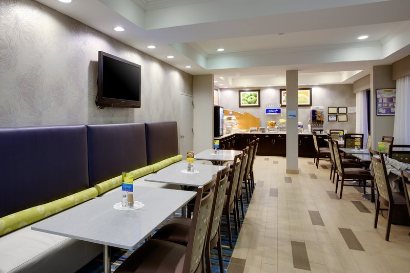 Holiday Inn Express Hotel & Suites Meadowlands Area Gastronomie