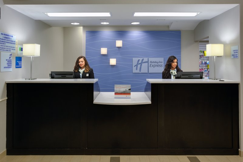 Holiday Inn Express Hotel & Suites Meadowlands Area Lobby