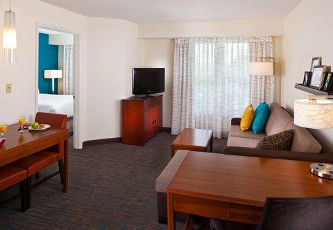 Residence Inn Baton Rouge Siegen Lane - One-Bedroom Suite- Living Area