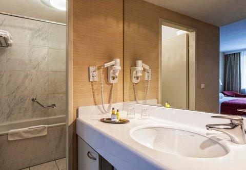 Millennium Court, Budapest - Marriott Executive Apartments - Apartment Bathroom