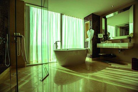 كمبينسكي برج رفال - Junior Suite Bathroom