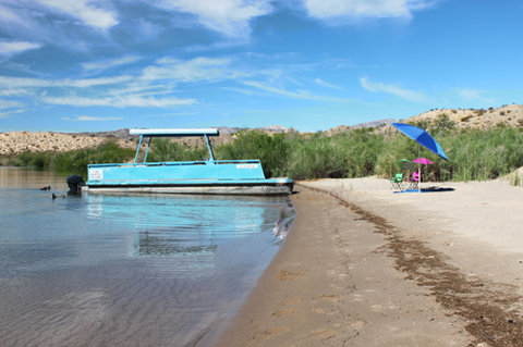 Lake Mohave Marina and Lodge - Lake Mohave Motel Patio Boat Rental