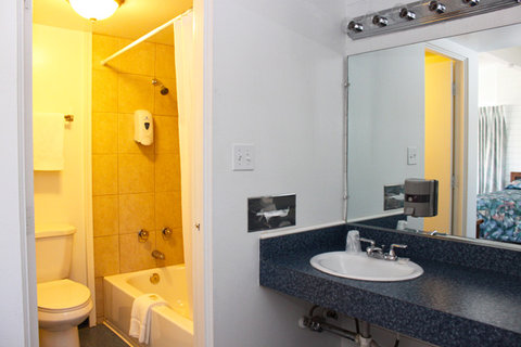 Lake Mohave Marina and Lodge - Lake Mohave Motel Kitchen Suite Bathroom