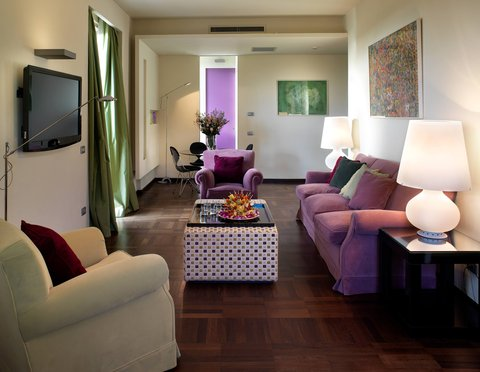 Hotel Bernini Bristol - Small Luxury Hotels of The World - Presidential Suite Living Area