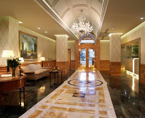 Hotel Bernini Bristol - Small Luxury Hotels of The World - Entrance
