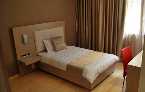 Sky 2 Hotel - Guest Room