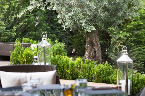 日内瓦香格里拉酒店及温泉 - Summer Lodge Restaurant