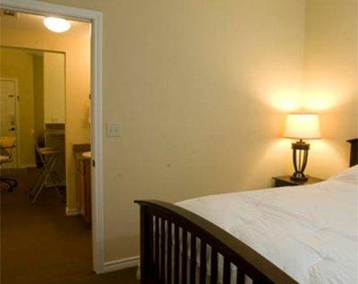 Shelby Energy Lodge - Queen Bedroom