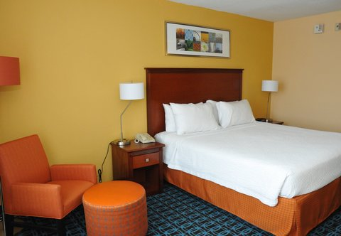 Fairfield Inn Dayton North - King Guest Room
