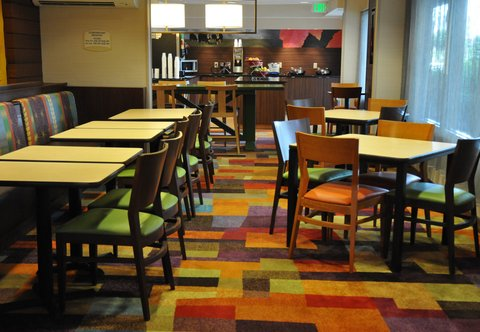 Fairfield Inn Dayton North - Breakfast Dining Area