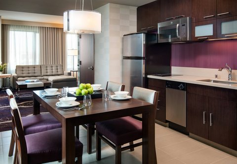 Residence Inn Los Angeles L.A. LIVE - Executive Suite Kitchen   Dining Area