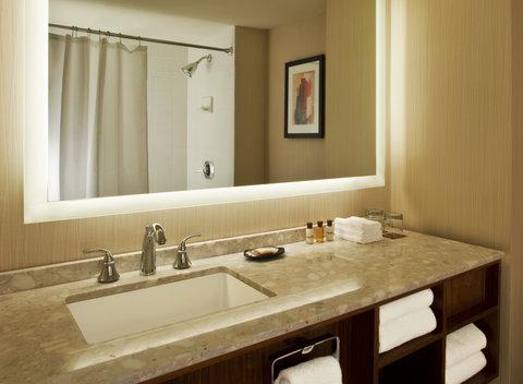 Sheraton Grand Chicago Hotel - Bathroom