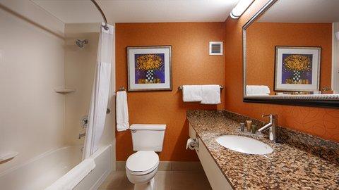 BEST WESTERN PLUS Fresno Airport Hotel - Guest Bathroom